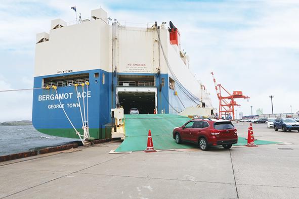 P5_業務内容-自動車船荷役3 のコピー